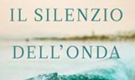 IL LIBRO. «Roberto rimase in silenzio per molti secondi, lo sguardo ad inseguire onde remote e silenziose, pensando al profumo aspro dell'oceano ma senza riuscire...